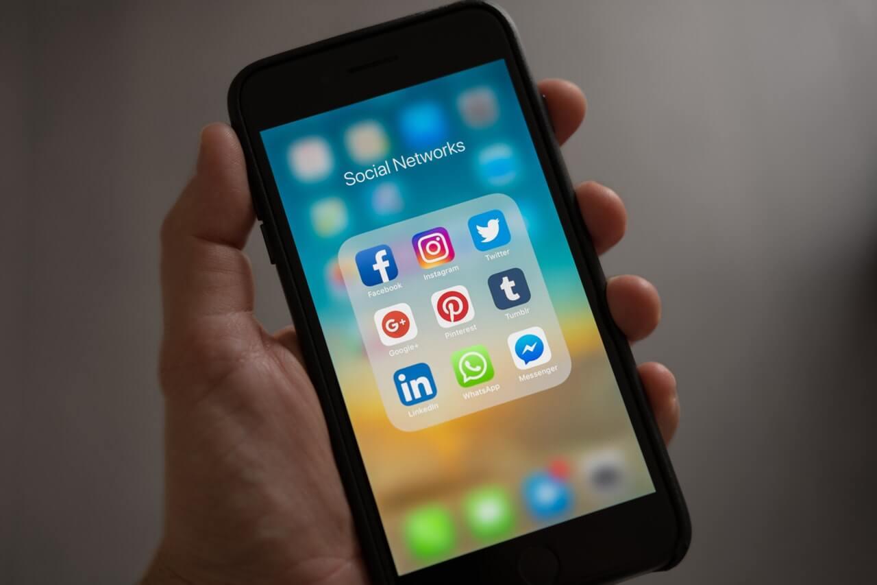 Σημαντικοί οι κίνδυνοι από την υπερβολική χρήση Smartphone