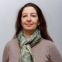 Άννα Λάζου   Επίκουρη Καθηγήτρια Φιλοσοφικής Ανθρωπολογίας   Τμήμα Φιλοσοφίας, Παιδαγωγικής και Ψυχολογίας ΕΚΠΑ